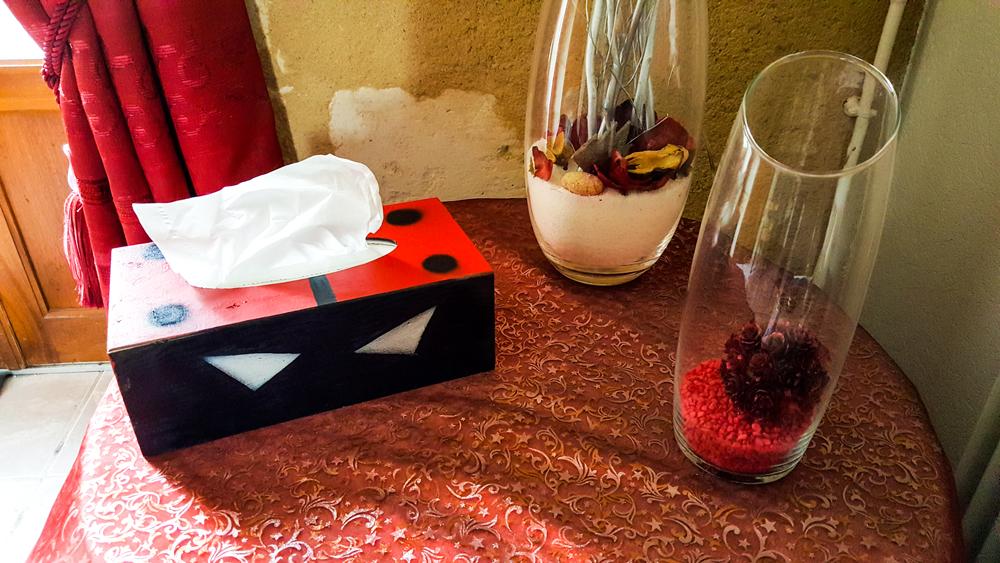 Coffre en bois pour bo te mouchoir coccinelle kreadeco for Coccinelle decoration exterieure