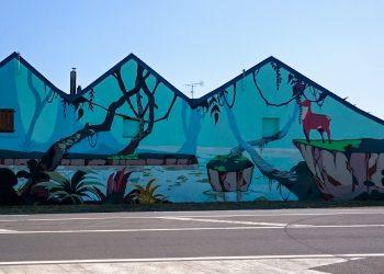 fresque géante graffiti sur mur